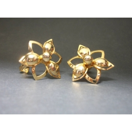 Vintage 1960s Sarah Coventry Gold Tone Openwork Flower Clip on Earrings 1960s