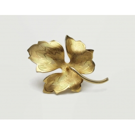 Vintage Gold Tone Leaf Brooch Lapel Pin Textured Gold Metal Detailed Autumn Fall