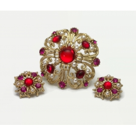 Gold brooch pin and clip earrings set red and purple glass and pearls