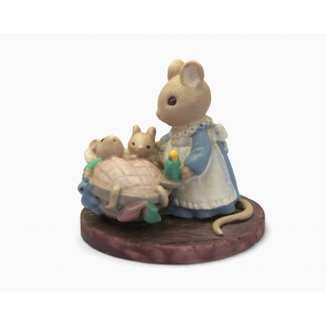 Mouse and Babies Figurine 'All Tucked In' Avon Forest Friends Collection Anthropomorphised Animals