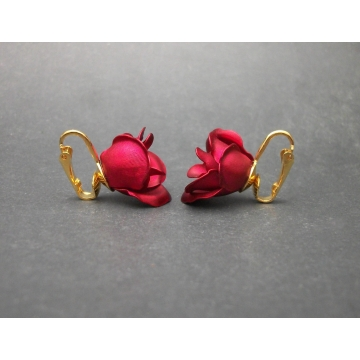 Vintage Metallic Red Rose Metal Clip on Earrings with Gold Tone Clips 3D Flower Earrings Floral Jewelry